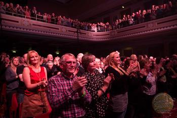 Audience on their feet!