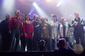 The whole cast singing Run For Home with Lindisfarne